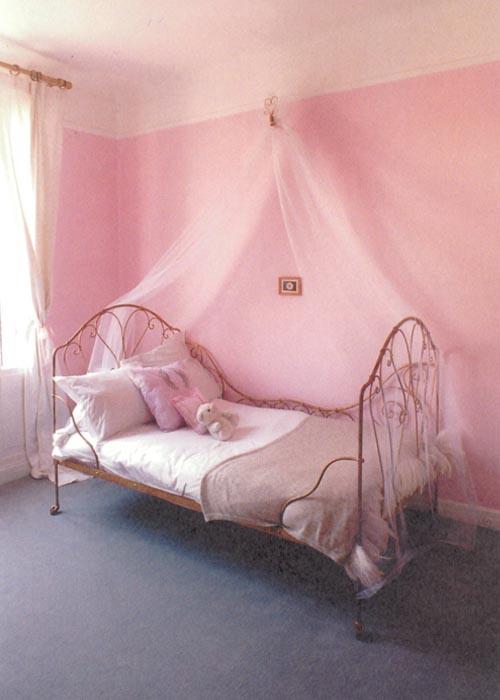 habitacion niña bohemia rosa dosel tul